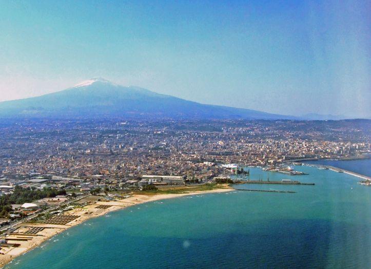 1200px-Catania-Etna-Sicilia-Italy-Castielli_CC0_HQ1